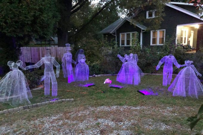 Chicken Wire Ghosts Halloween Outdoor Decor Via The Q Files Podcast Facebook Com