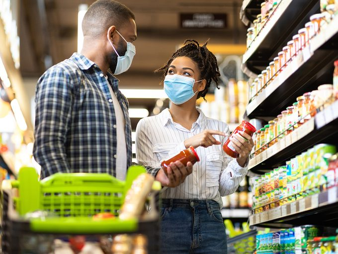 Couple grocery shopping during pandemic