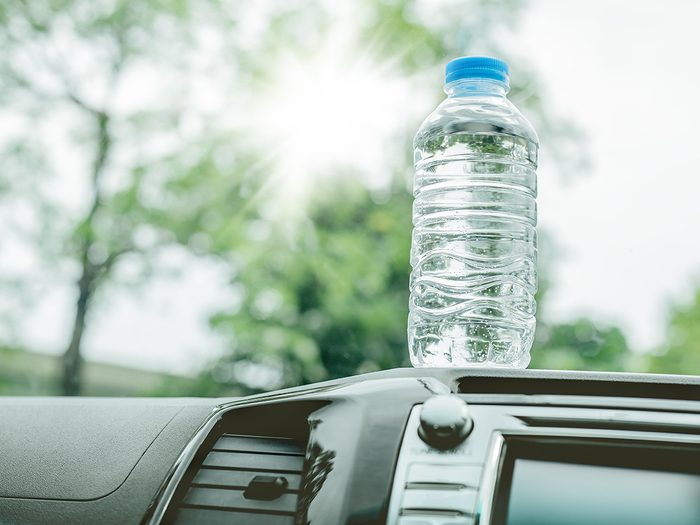 Never do these things to your car - Bottled water was left in the car for a long time