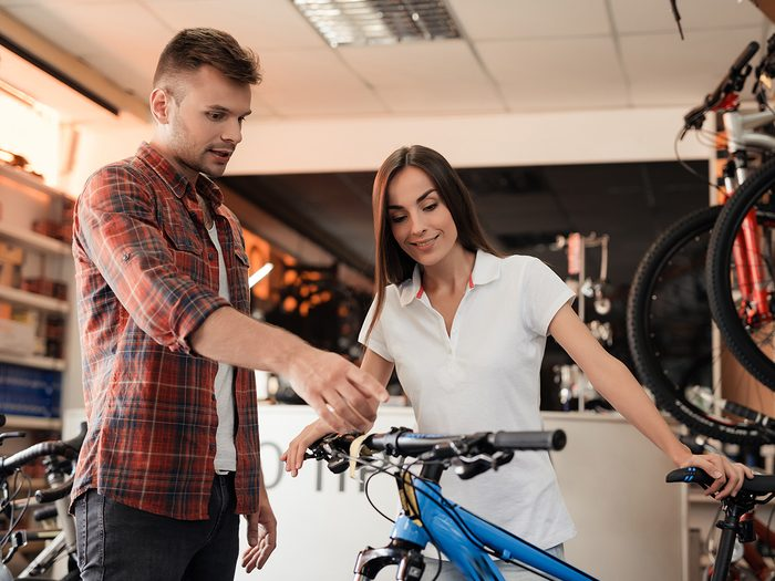 How to buy a bike - man and woman bicycle shopping